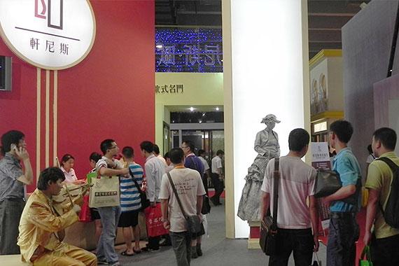 轩尼斯hennissy品牌,首度参加广州琶洲建博会,影响非凡迅速成为行业焦点;招商现场火爆,成功签约120多个经销商。
