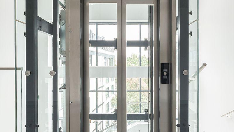 封陽台一般用多厚的鋁合金門(men)窗