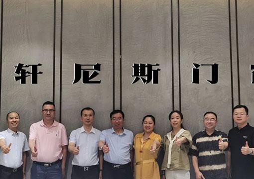 為建築智造價(jia)值(zhi) 熱烈歡迎全聯房地產商會孟繁ben)攘斕家恍休傲儺崴si)門(men)窗參觀指導
